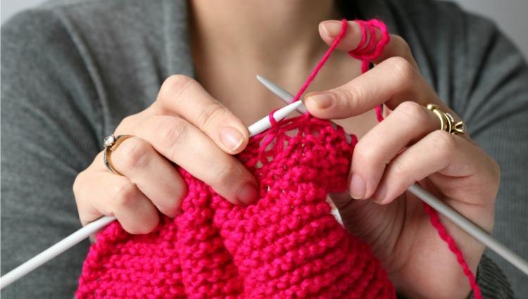 woman-knitting